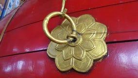 Goldener Knoten auf chinesischer Trommel Stockfoto