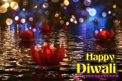 Goldener Lotos formte das diya, das auf Fluss in Diwali-Hintergrund schwimmt Stockbilder