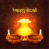 Goldener Münzentopf mit Lit-Lampen für Diwali Stockbilder
