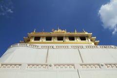 Goldener Montierungs-Tempel stockbilder