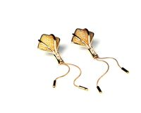 Goldener Ohrring Lizenzfreies Stockbild