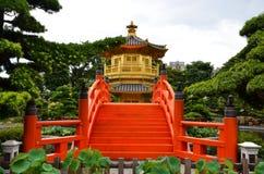 Goldener Pavillion Stockbilder