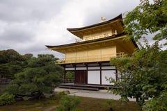 Goldener Pavillion Lizenzfreie Stockbilder