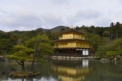 Goldener Pavillion-Tempel Lizenzfreies Stockbild