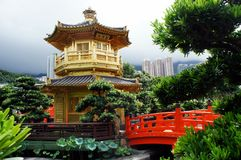 Goldener Pavillon von Chi Lin Nunnery in Hong Kong Stockfotos