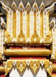 Goldener Pfosten im buddhistischen Tempel Stockfoto