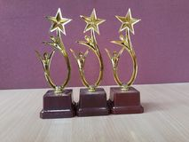 Goldener Preis höhlt Trophys stockfotos
