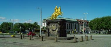 Goldener Reiter, cavaliere dorato, statua equestre di augusto il forte video d archivio