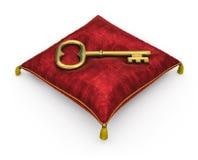 Goldener Schlüssel auf dem königlichen roten Samtkissen lokalisiert auf weißem backgrou Lizenzfreie Stockbilder