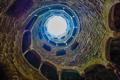 Goldener Schnitt des alten Brunnens Stockfoto