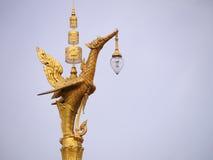 Goldener Schwanlaternenpfahl Stockbild