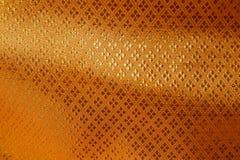 Goldener Silk Beschaffenheits-Hintergrund Stockbilder
