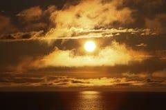 Goldener Sonnenuntergang lizenzfreie stockfotos