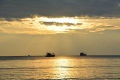 Goldener Sonnenuntergang Stockbild