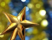 Goldener Stern auf dem hellen Hintergrund Stockbild