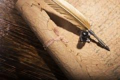 Goldener Stift und alte Manuskripte Lizenzfreie Stockbilder