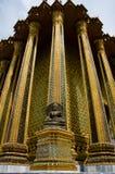 Goldener Tempel der Buddha-Statue an den Eckkontrolltürmen Stockfoto