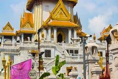Goldener Tempel Tempel im Bangkok-Nahaufnahmeschuß stockbild