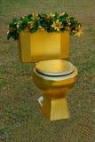 Goldener Thron oder Toilette stockfoto