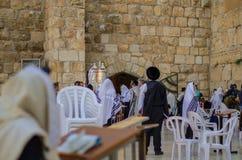 Goldener Torah-Rollen-Behälter an der Klagemauer Stockfotos