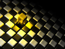 Goldener Würfel alleine über vielen Schwarzweiss-Würfeln Stockfoto