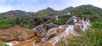 Goldener Wasserfall ist einer des schönsten Wasserfalls lizenzfreie stockfotografie