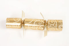 Goldener Weihnachtscracker Stockfoto