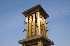 Goldener Wind-Kontrollturm in Dubai Stockfotos