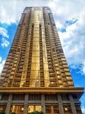 Goldener Wolkenkratzer stockbilder