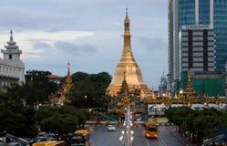 Goldenes Achteck der Sulapagode gelegen im Herzen von im Stadtzentrum gelegenem Rangun, es mehr als 2.600 Jahre alt machend Lizenzfreies Stockbild