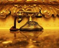Goldenes antikes Telefon Stockbild