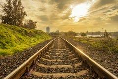 Goldenes Bild eines railorad lizenzfreie stockfotos