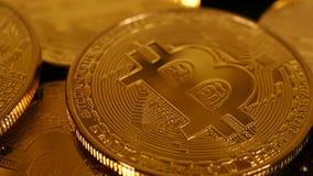 Goldenes Bitcoins-Geld stock video