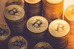 Goldenes Bitcoins neues virtuelles Geld Lizenzfreies Stockbild