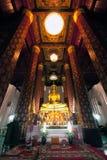Goldenes Buddha-Bild in einem Tempel Lizenzfreies Stockfoto