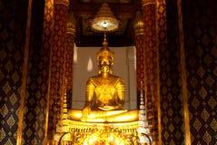 Goldenes Buddha-Bild in einem Tempel Stockfotografie