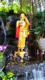 Goldenes Buddha-Bildgehen Stockbild