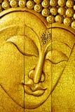 Goldenes Buddha-Gesicht gebildet durch das Schnitzen des Holzes Lizenzfreie Stockfotografie