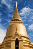 Goldenes Chedi bei Wat Phra Kaew stockfoto