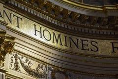 Goldenes Detail des Innenraums der Basilika von Sant 'Andrea della Valle, ein Ort der Katholisch-römischen Anbetung stockfoto
