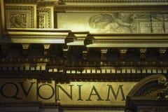 Goldenes Detail des Innenraums der Basilika von Sant 'Andrea della Valle, ein Ort der Katholisch-römischen Anbetung lizenzfreie stockfotografie