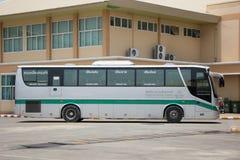 Goldenes Dragon Bus von Greenbus Company Weg zwischen Chiangmai Lizenzfreies Stockfoto