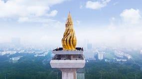 Goldenes Feuer auf dem Spitzengebäude Nationaldenkmal Lizenzfreie Stockbilder