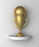 Goldenes Fußball-Cup auf einem Regal Lizenzfreie Stockfotografie