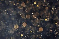 Goldenes Funkeln mit bokeh Effekt lizenzfreie stockbilder