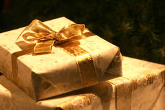 Goldenes Geschenk Stockfotos