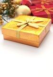 Goldenes giftbox für Weihnachten und neues Jahr Lizenzfreie Stockfotografie