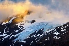 Goldenes Glühen und der Gletscher Lizenzfreie Stockfotos