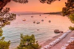 Goldenes Horn - berühmter adriatischer Strand, Kroatien Stockfotografie