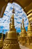 500 goldenes Jedi bei Watpa Sawangboon in Saraburi, Thailand Lizenzfreie Stockfotos